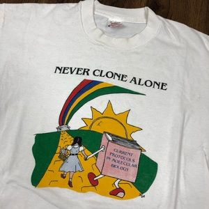 """1989 WIZARD OF OZ T SHIRT """"NEVER CLONE ALONE"""""""